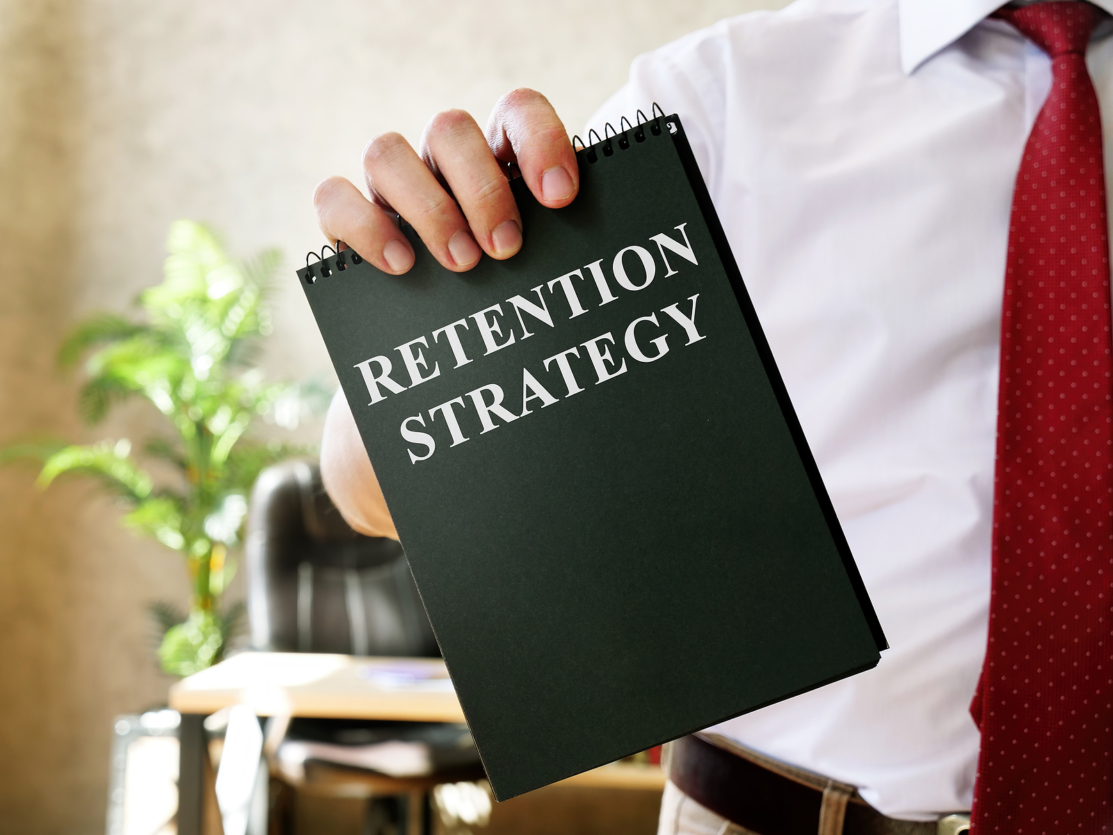 The driver recruiting manager demonstrates the retention strategy plan.